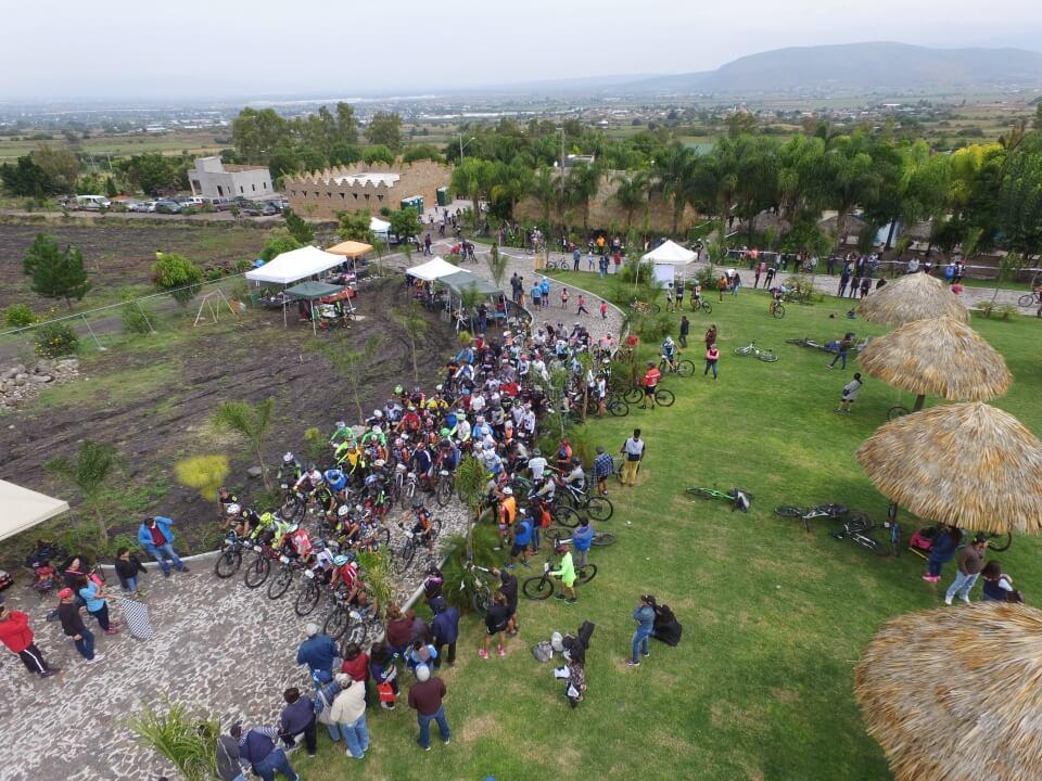 Alberca de aguas termales. Quinta la Palapa, Santa María del Refugio, en Celaya, Guanajuato.